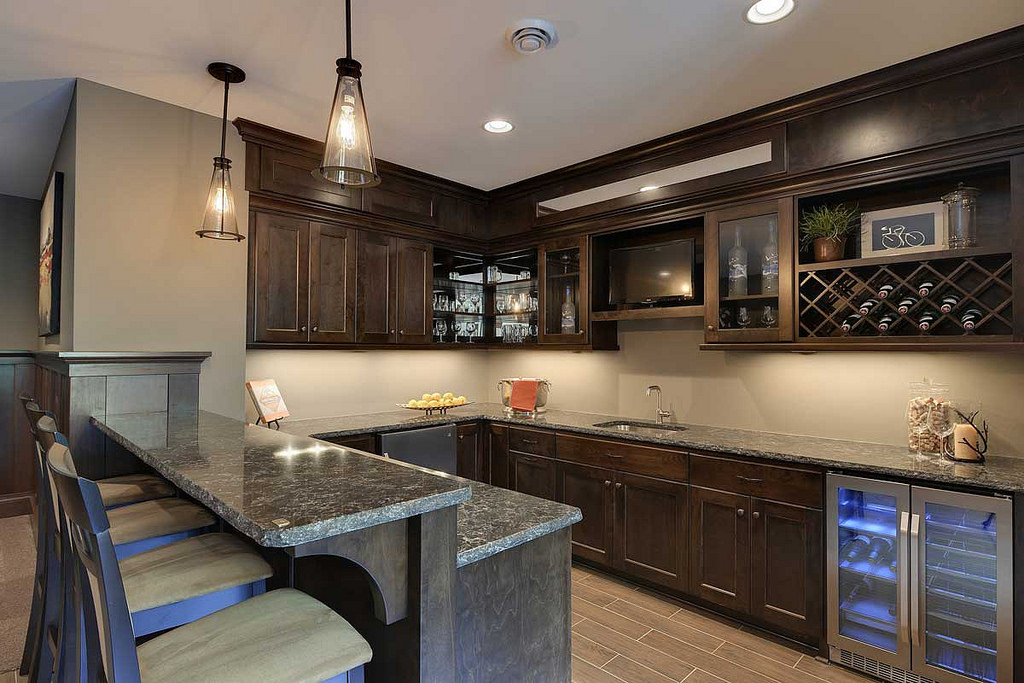 Necessities to incorporate a bar into your kitchen remodel for Creating a home bar