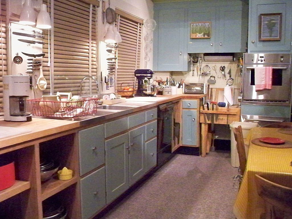 Well-known movies that have kitchens